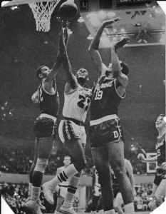 Elgin Baylor snags one